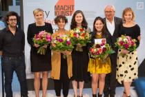 The jury and the winners of MACHT KUNST! city video future. Photo Mathias Schormann
