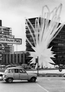 Otto Piene, Berlin Superstar, 1984, Ernst-Reuter-Platz, Berlin. Photo: Otto Piene Archiv / ZERO foundation.