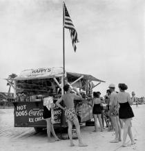 Berenice Abbott, Happy's Refreshment Stand, Daytona Beach, Florida, 1954. © Berenice Abbott / Commerce Graphics Ltd, Inc.