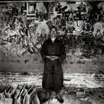 Liu Zheng, From the series The Chinese, A Young Monk in Front of Ancient Mural, Lingqiu, Shanxi Province, 1996. Deutsche Bank Collection. © Liu Zheng, Courtesy Yossi Milo Gallery, New York