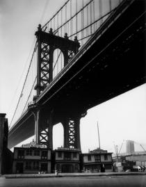 Berenice Abbott, Floating Oyster Houses, South Street and Pike Slip, New York, 1931-32. Deutsche Bank Collection