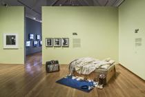 "Tracey Emin, My Bed, 1998. Courtesy The Saatchi Gallery, © the artist. Exhibition shot.""Privat"", Schirn Kunsthalle Frankfurt. Photo: Norbert Miguletz. © Schirn Kunsthalle Frankfurt"