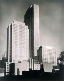 Berenice Abbott, Rockefeller Center, 1932. Deutsche Bank Collection. � Berenice Abbott / Commerce Graphics Ltd, Inc.