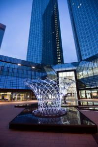 Luminale Frankfurt: TWINKLE TWINKLE in front of the Deutsche Bank Towers. © Alex Kraus