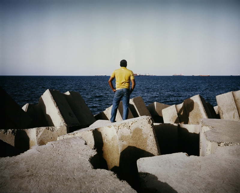 Kader Attia, Man in front of the Sea, 2009. © VG Bild-Kunst, Bonn 2020